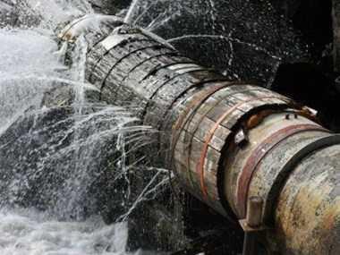 Thợ sửa ống nước rò rỉ tại quận 2
