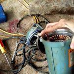 Thợ sửa chữa máy bơm chìm